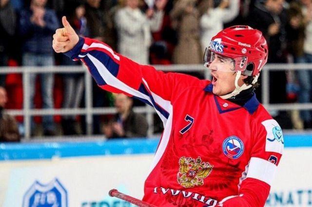Сергей Ломанов - единственный в сборной России по хоккею с мячом десятикратный чемпион.
