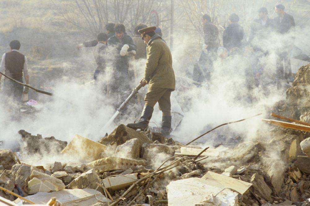 Оказание помощи населению осложнялось тем, что в пострадавших городах оказались разрушены медицинские учреждения.