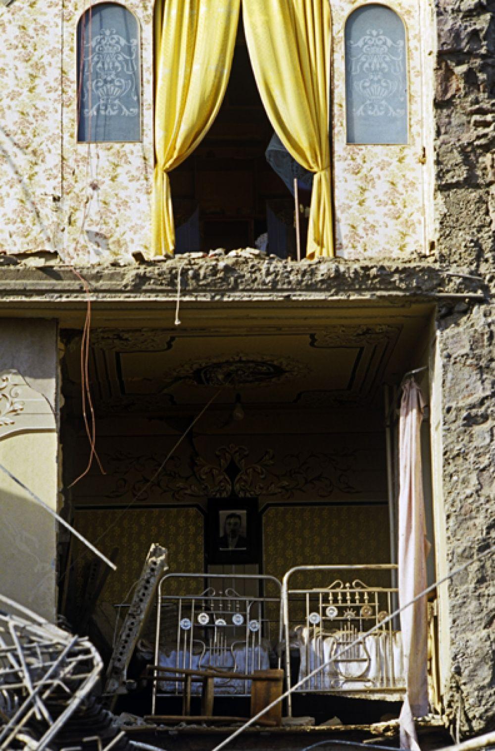 Подземные толчки ощущались в Ереване и Тбилиси. Ударная волна, вызванная землетрясением, обошла планету два раза и была зарегистрирована научными лабораториями в Европе, Азии, Америке и Австралии.