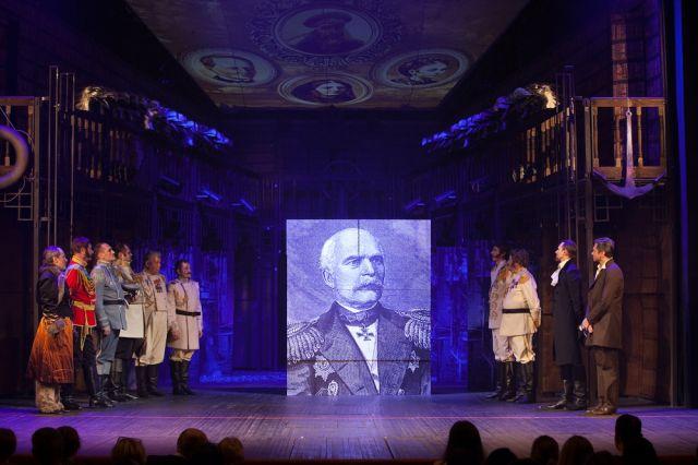 Сцена из спектакля Хабаровского краевого театра драмы