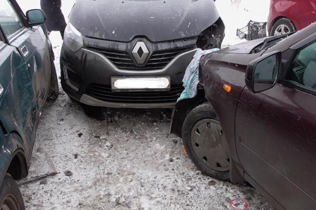 ДТП с тремя автомобилями и пешеходом произошло на 119 километре трассы «Елабуга-Пермь».