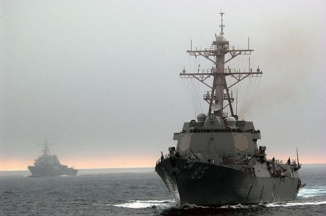 Эсминец USS McCampbell.