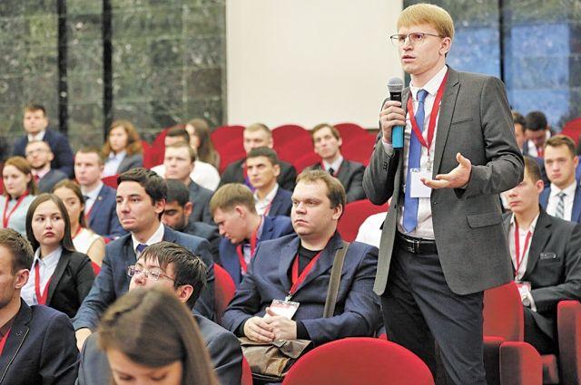 Многочисленные зрители активно участвовали в обсуждении докладов.
