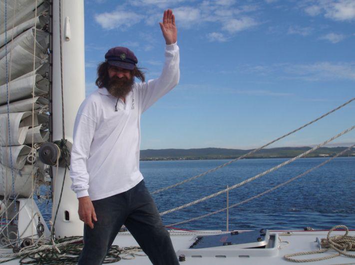 Российский путешественник Федор Конюхов на макси яхте «Алые Паруса» во время финиша в австралийском заливе King George Sound по окончании плавания вокруг Антарктиды. 2008 год.
