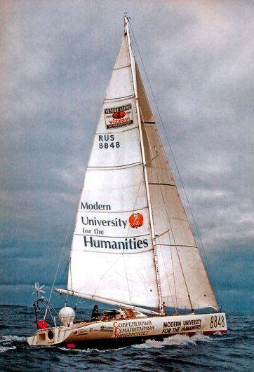 Яхта российского путешественника Федора Конюхова в Атлантическом океане. 2004 год.