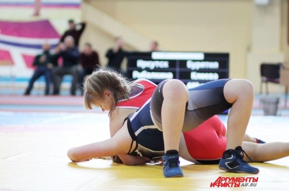 К соревнованиям были допущены спортсменки, имеющие спортивную квалификацию не ниже первого спортивного разряда.
