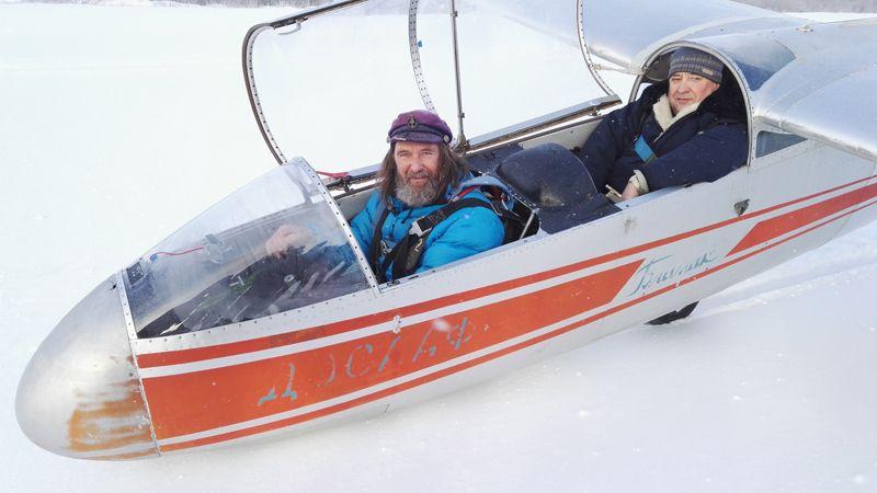 Федор Конюхов проходит обучение полетам на планере. 2016 год.