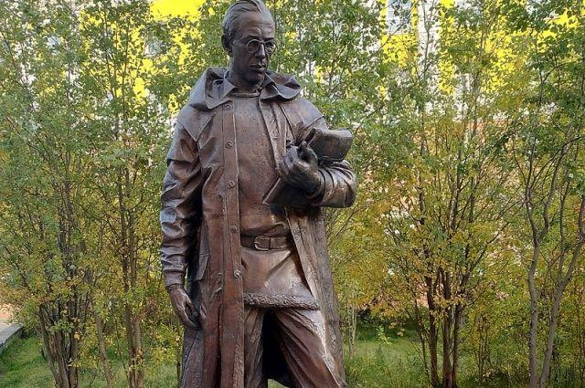 В Норильске установили памятник основателю города.