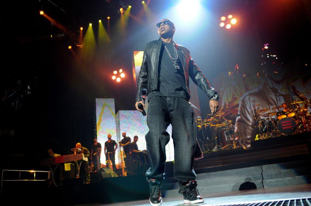 Рэпер Jay-Z и его супруга Бейонсе записали в этом году первый совместный альбом. Это обеспечило музыканту доход в 76,5 млн долларов.