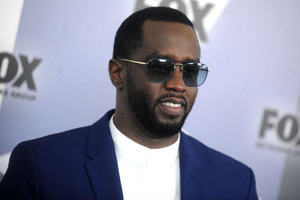 Открывает десятку рэпер Шон Комбс, также известный как Diddy. По сравнению с прошлым годом его доход упал в два раза и составляет 64 млн долларов.
