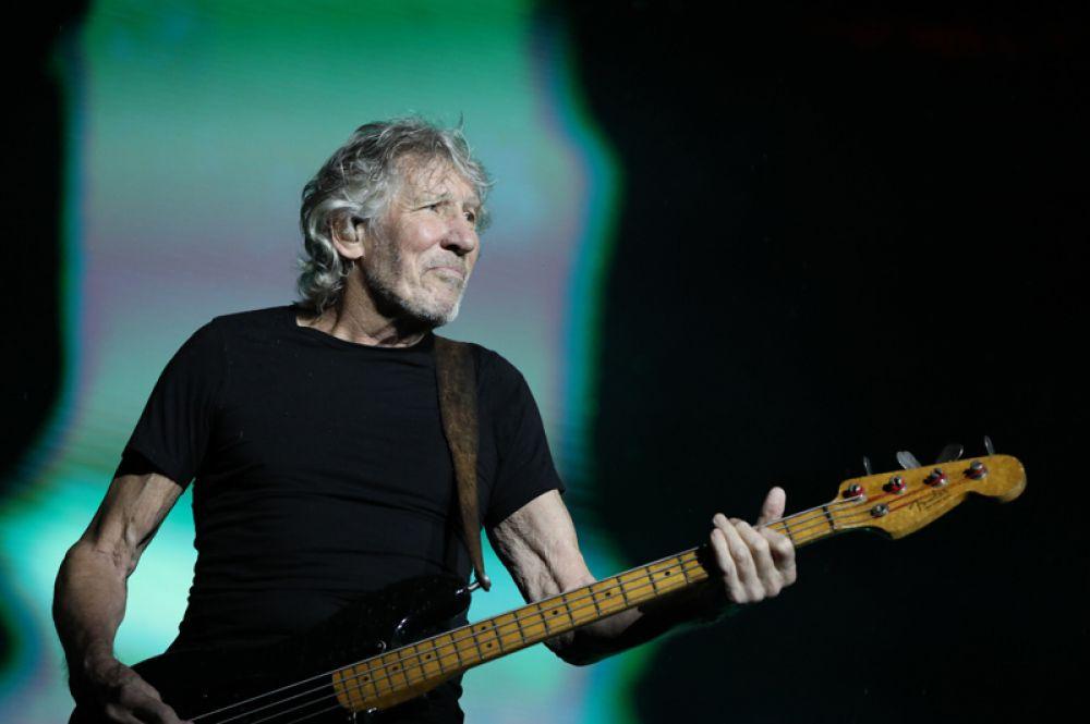 На девятом месте — бывший бас-гитарист Pink Floyd Роджер Уотерс, заработавший 68 млн долларов, в основном за счет концертного тура Us and Them.