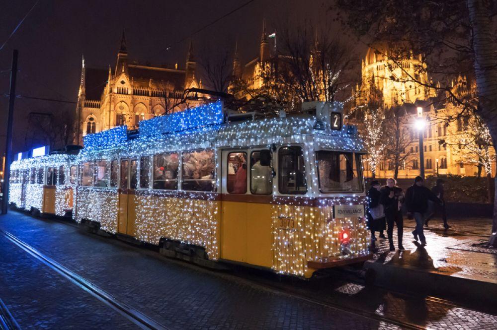 Трамвай на улицах Будапешта.