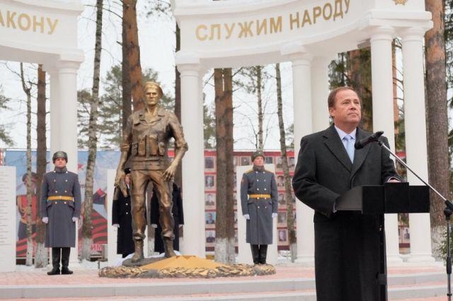 По словам Игоря Комарова, памятник – это только часть той благодарности и той работы, которую проводят для сохранения героического примера служения Отечеству.