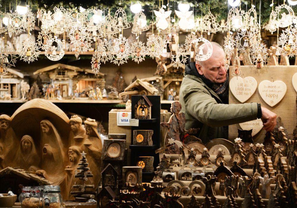 Новый рождественский базар в Вене.