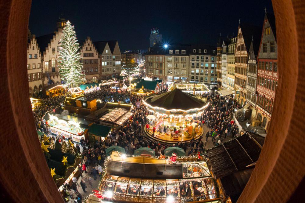 Рождественский рынок во Франкфурте.