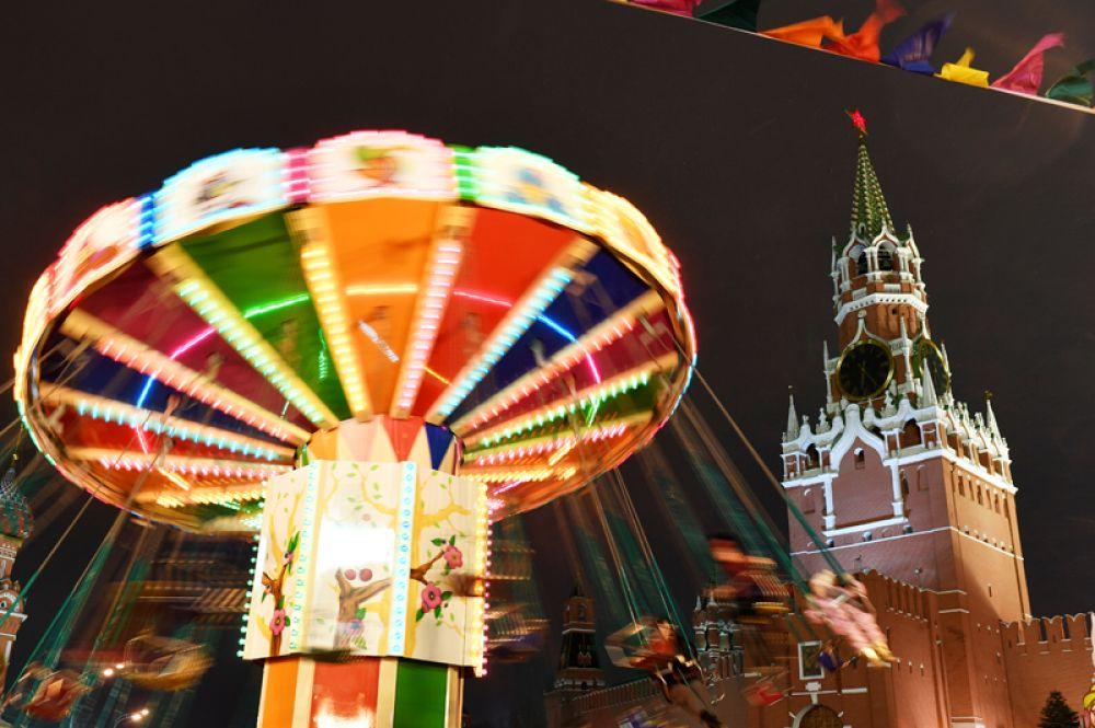 Карусель на Красной площади в Москве.