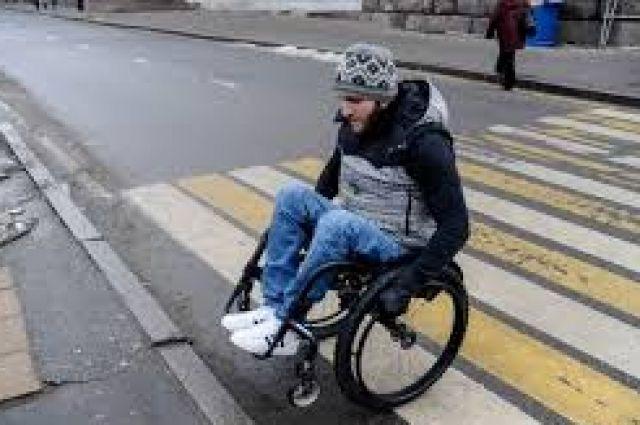 В Украине инвалидов-колясочников признали участниками дорожного движения