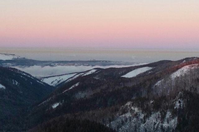 Пока режим «чёрного неба» введён на сутки, с 19 часов 6 декабря по 19 часов 7 декабря.