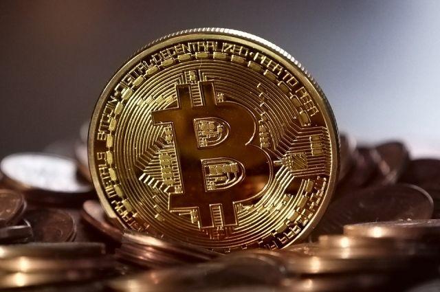 Молодой человек купил криптовалюту за чужие деньги.
