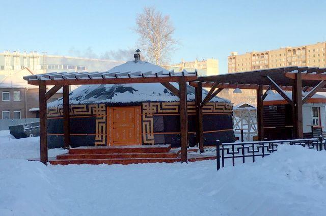Первая губернаторская чайная открылась на площади Советов в Кемерове в 2003 году.