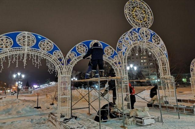 В Ноябрьске строительство ледового городка закончено на 80%