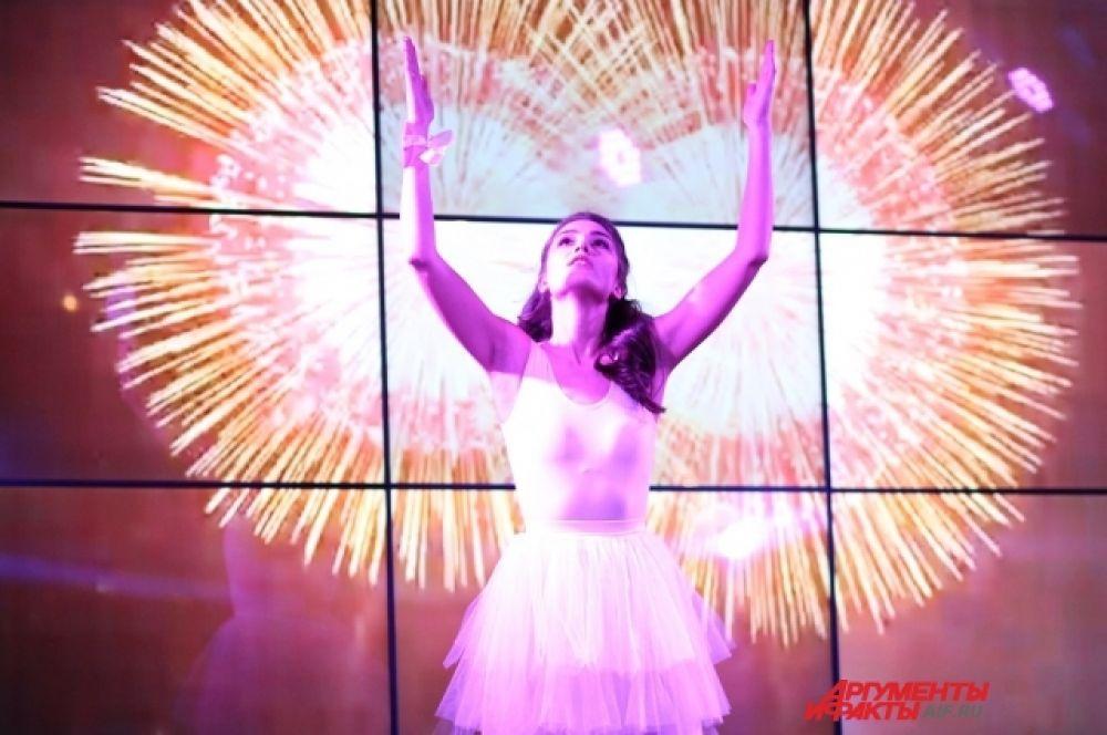 Болельщики и партнёры конкурса стали свидетелями ярких выступлений, в ходе которых 16 лучших участниц продемонстрировали творческие номера: песня, танец, стихотворение.