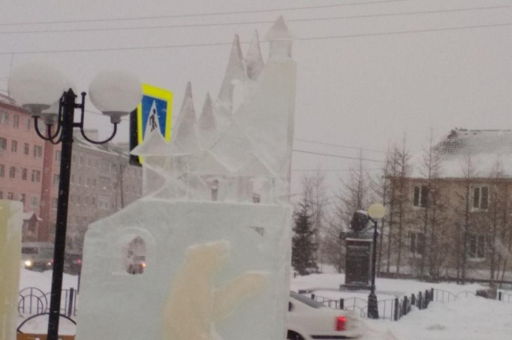 Строительство ледового городка в Салехарде.