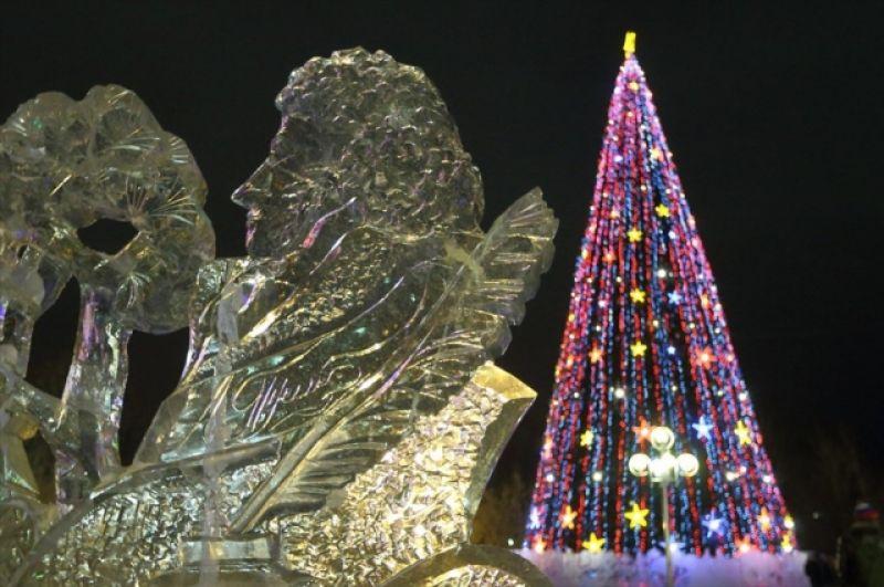 Темой ледового городка в Новом Уренгое стали сказки А.С. Пушкина.