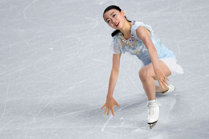 Рика Кихира (Япония) выступает в короткой программе женского одиночного катания в финале Гран-при по фигурному катанию в Ванкувере.