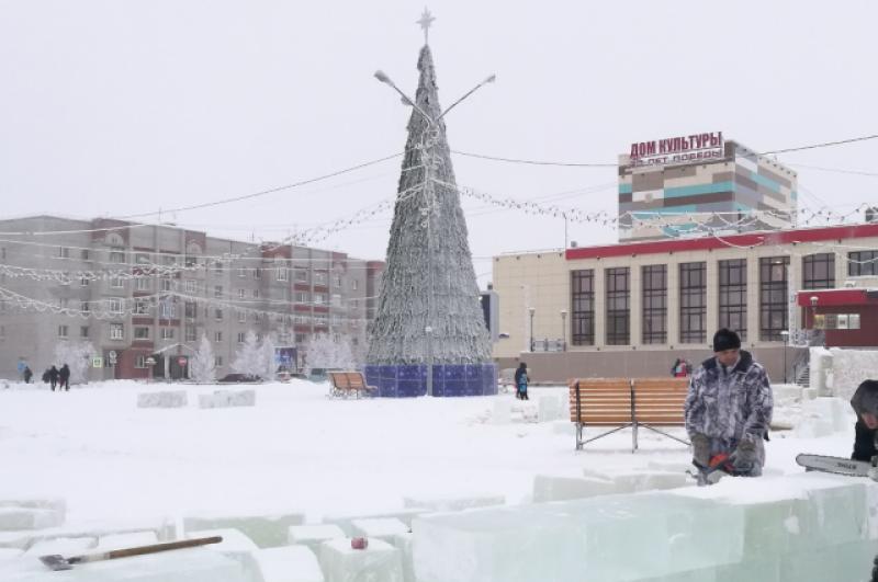 Главная новогодняя елка уже красуется на площади Нака в Лабытнанги.