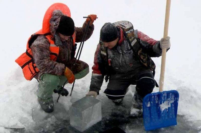 На строительство ледового городка в Ноябрьске потратят 10 тысяч ледяных кирпичей.