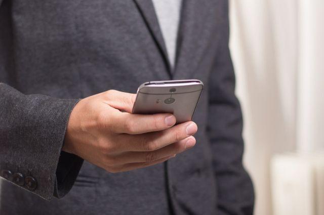 Надымчанин заплатил мошенникам за хранение потерянного телефона