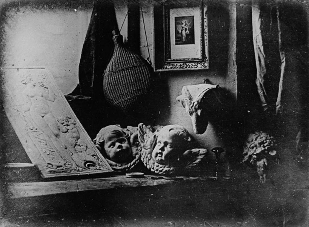 Мастерская художника. Самый первый дагеротип, созданный Луи Дагером и представленный на заседании Парижской Академии наук во время объявления об изобретении.