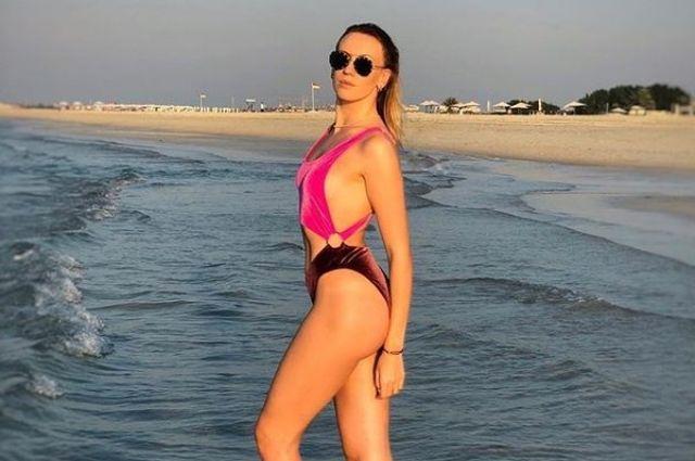 На жарком пляже: Леся Никитюк порадовала откровенным фото в купальнике