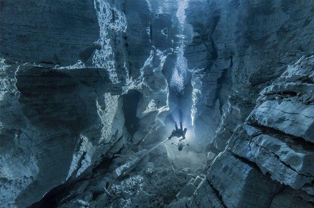 На фотографии, сделанной в феврале 2017 года, - дайвер из Владимира Сергей Байков.