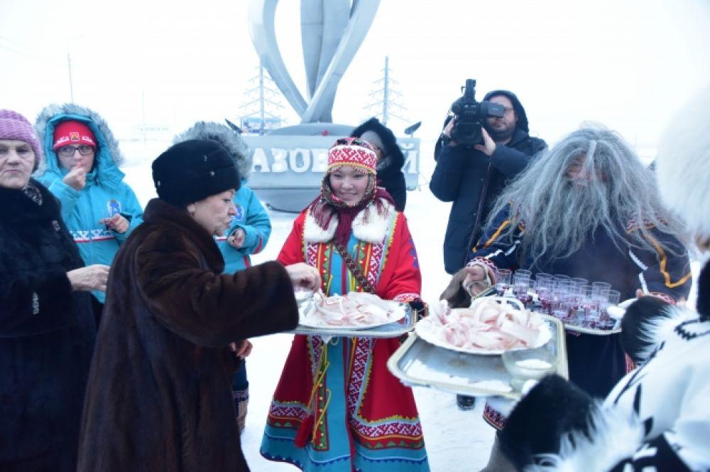 Экскурсия гостей по достопримечательностям районного центра.