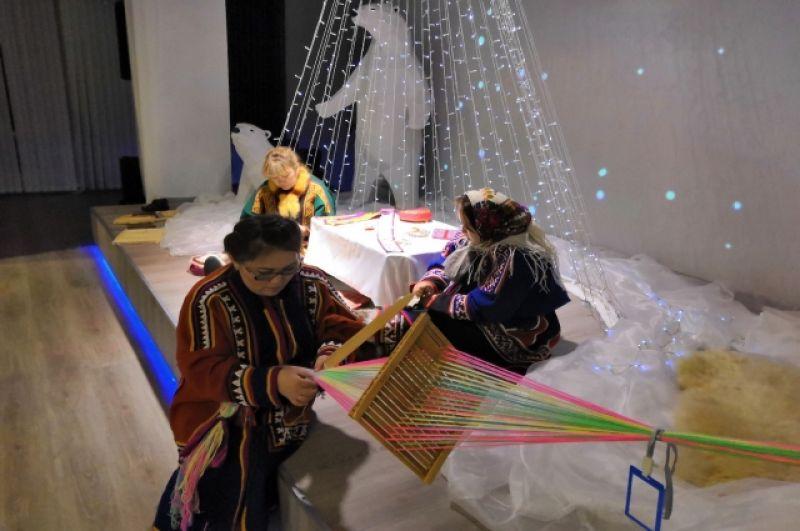 Выставка картин Леонида Шашкова с живой инсталляцией ненецкого быта «Приоткрывая завесу».