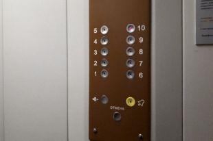 С 2010 года мужчина нападал на детей в лифтах.