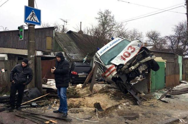 Ужасное столкновение «скорой» и авто в Житомире: семь пострадавших