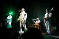 2 января на сцене с 19.00 до 21.00 зрители увидят уникальное световидеошоу и выступление рок-группы «Ундервуд».