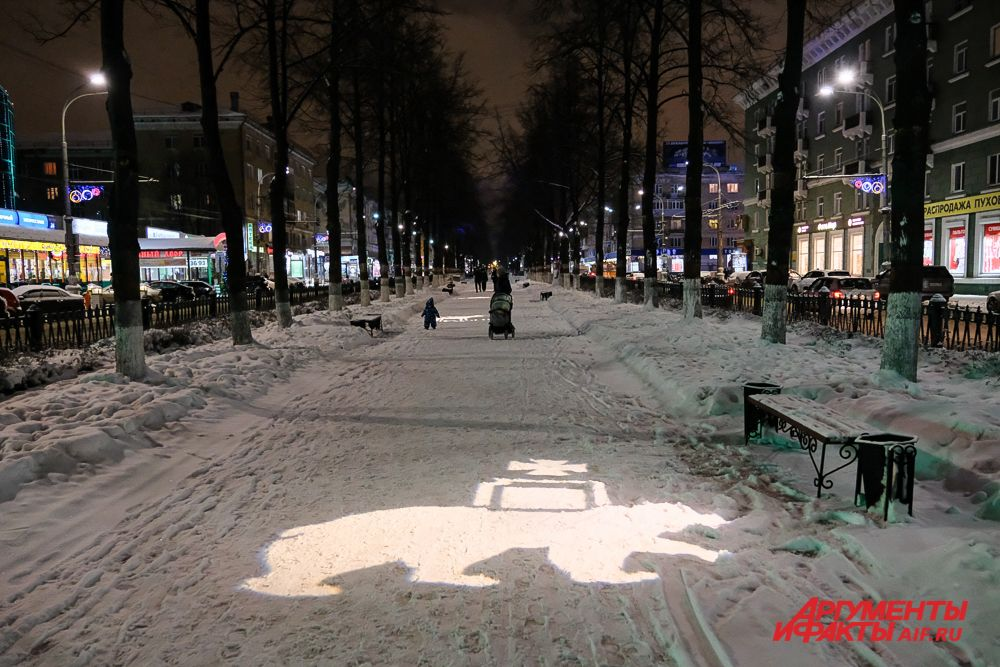 Тематическая подсветка на Комсомольском проспекте.