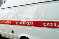 Скорая помощь доставила раненую женщину в больницу.