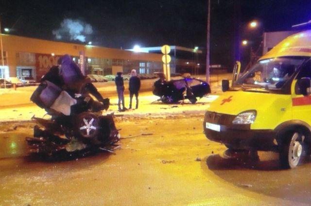 ДТП на улице Спешилова в Перми 9 декабря.