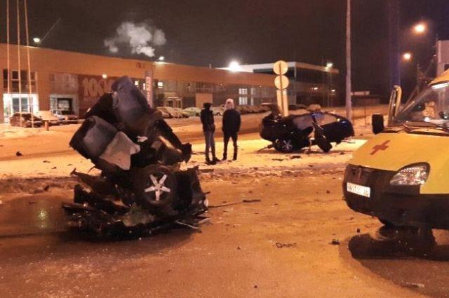 Пострадавшая в страшной аварии на ул. Спешилова пассажирка ВАЗа скончалась.