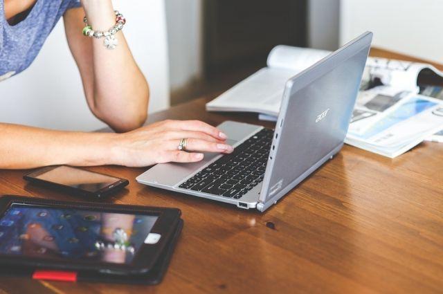Оплатить счета или передать показания счётчика можно, не выходя из дома.