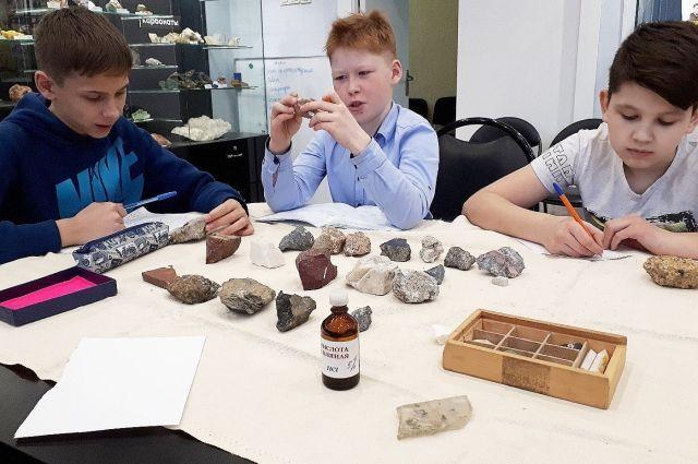 «Школа юного геолога» работает уже 15 лет.