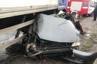 Под Полтавой грузовик раздавил легковое авто: погибли два человека