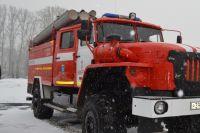 На место выехали четыре пожарные машины.