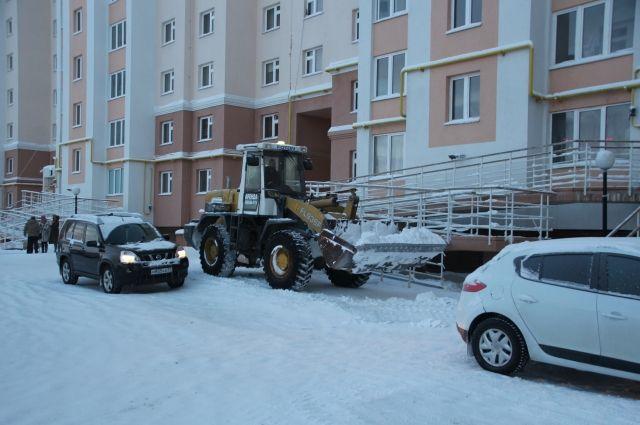 В Салехарде из шести проверенных дворов, снег был убран только в двух