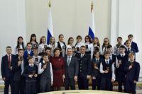 Юным жителям Тюменской области Александр Моор вручил паспорта